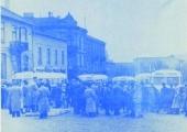 Uroczystość uruchomienia komunikacji miejskiej w Piotrkowie Trybunalskim, pl. Kościuszki, 1 maja 1956 r.